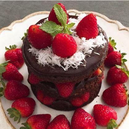 Receita Low Carb: Naked Cake de coco com chocolate